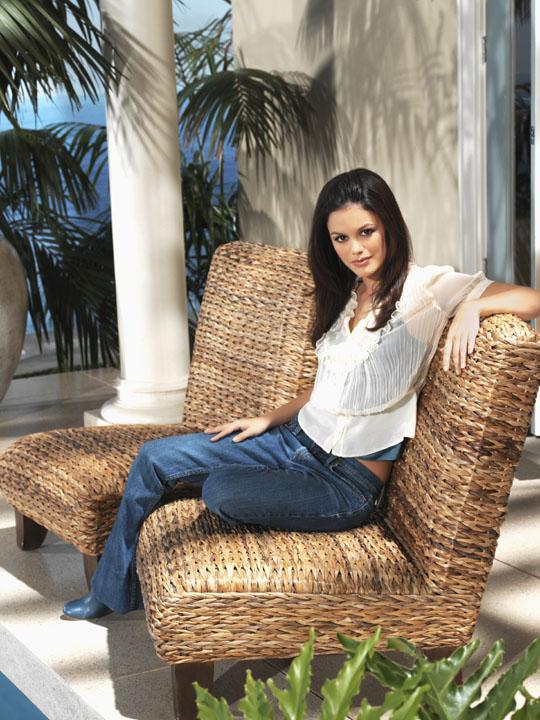 http://www.vidiot.com/OC/images/OC-RachelBilson-01.jpg