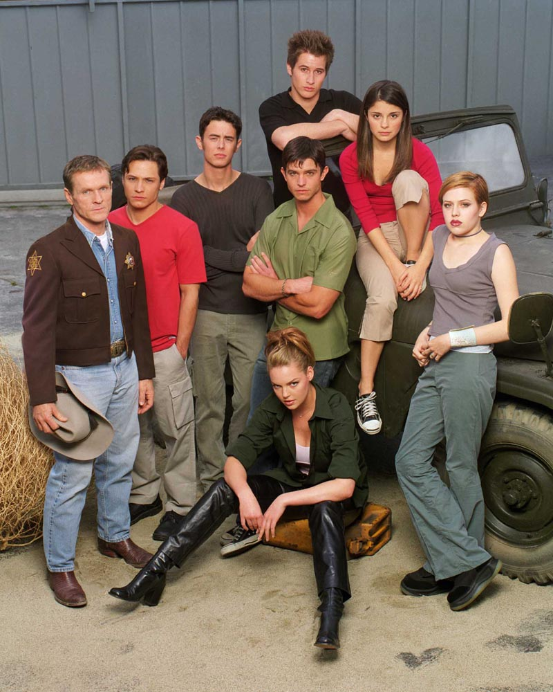 http://www.vidiot.com/Roswell/images/Roswell_Cast_1999-01.jpg